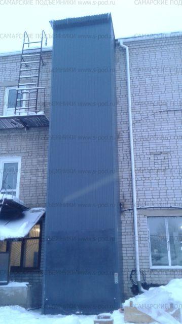 Грузовой подъемник, Шахтный подъемник, подъемник в металлокаркасной шахте, шахтный подъемник снаружи здания,